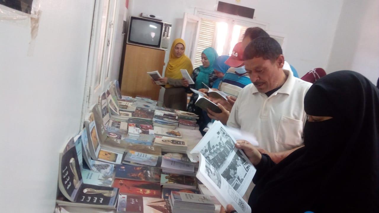 معرض كتاب القرية بسوهاج